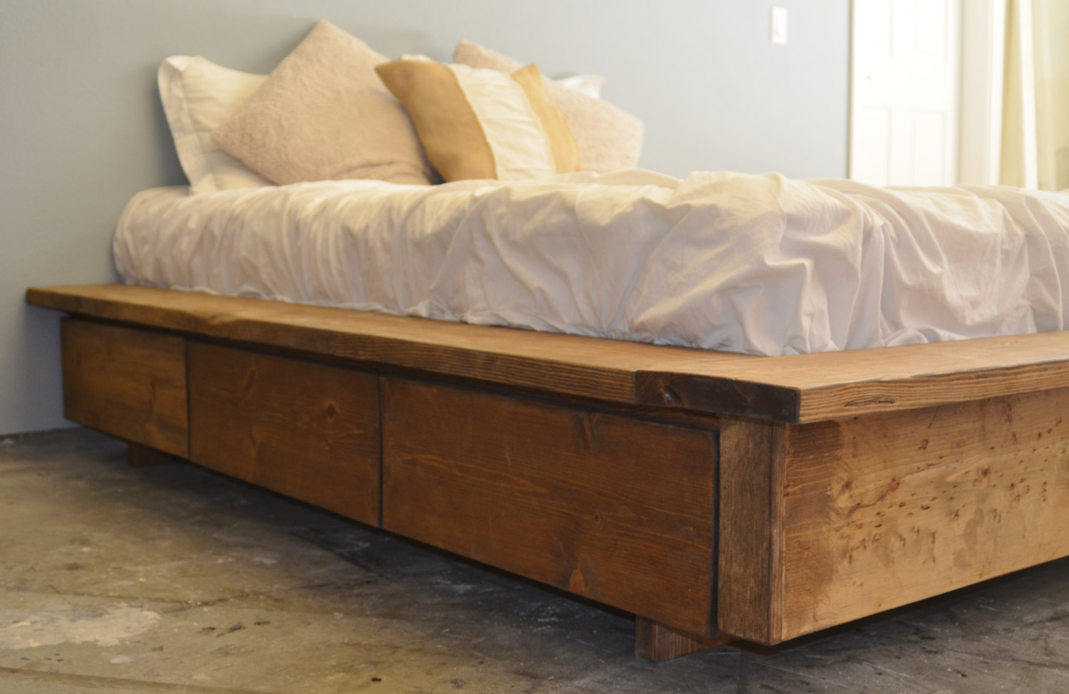 Image of: Popular Solid Wood Storage Bed Ideas