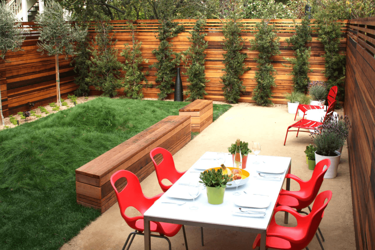 Picture of: Privacy Fence Ideas For Backyard Dining
