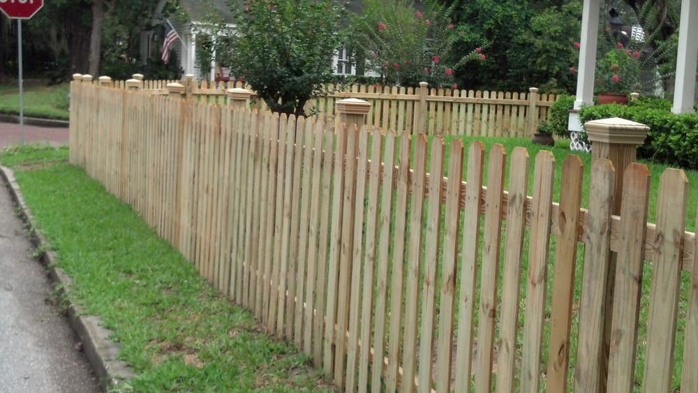 Picture of: Simple 4 Ft Wood Fence