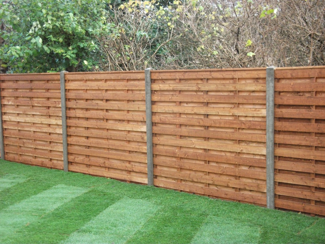 Picture of: Simple Installing Fence Panels