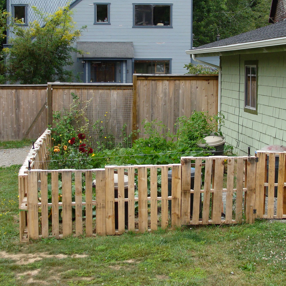 Picture of: Small Garden Fence Ideas