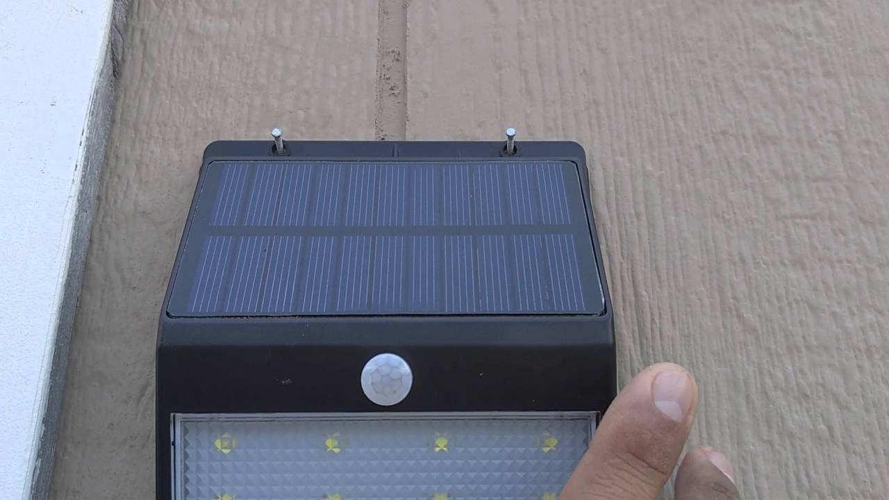 Solar Outdoor Motion Light With Remote