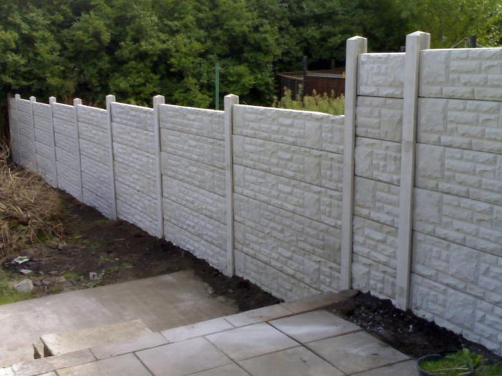 Picture of: Sturdy Dog Fences Outdoor