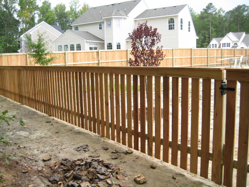 Picture of: Traditional 4 Ft Wood Fence