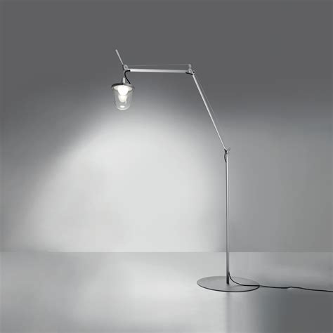 Picture of: Traditional Outdoor Floor Lamp