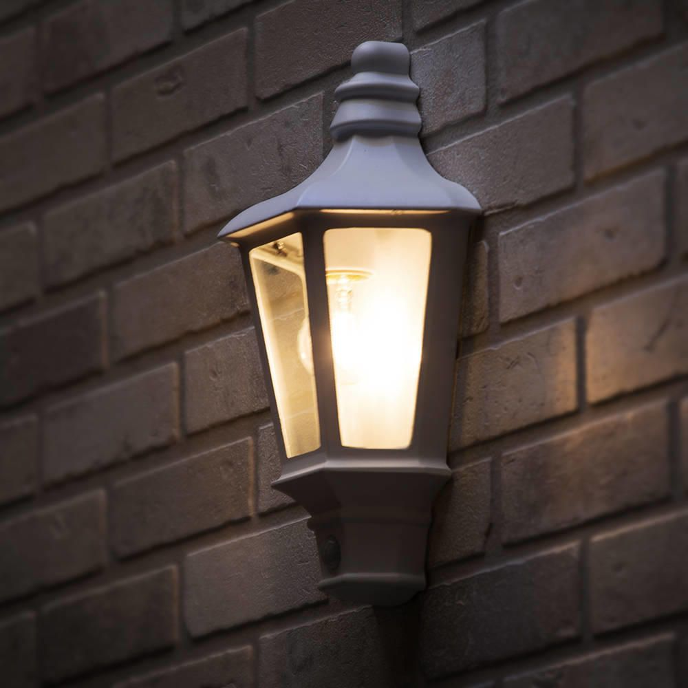 Picture of: Traditional Outdoor Wall Lamp