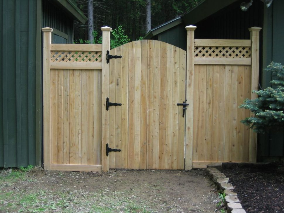 Picture of: Vertical Wood Fence Gate Designs