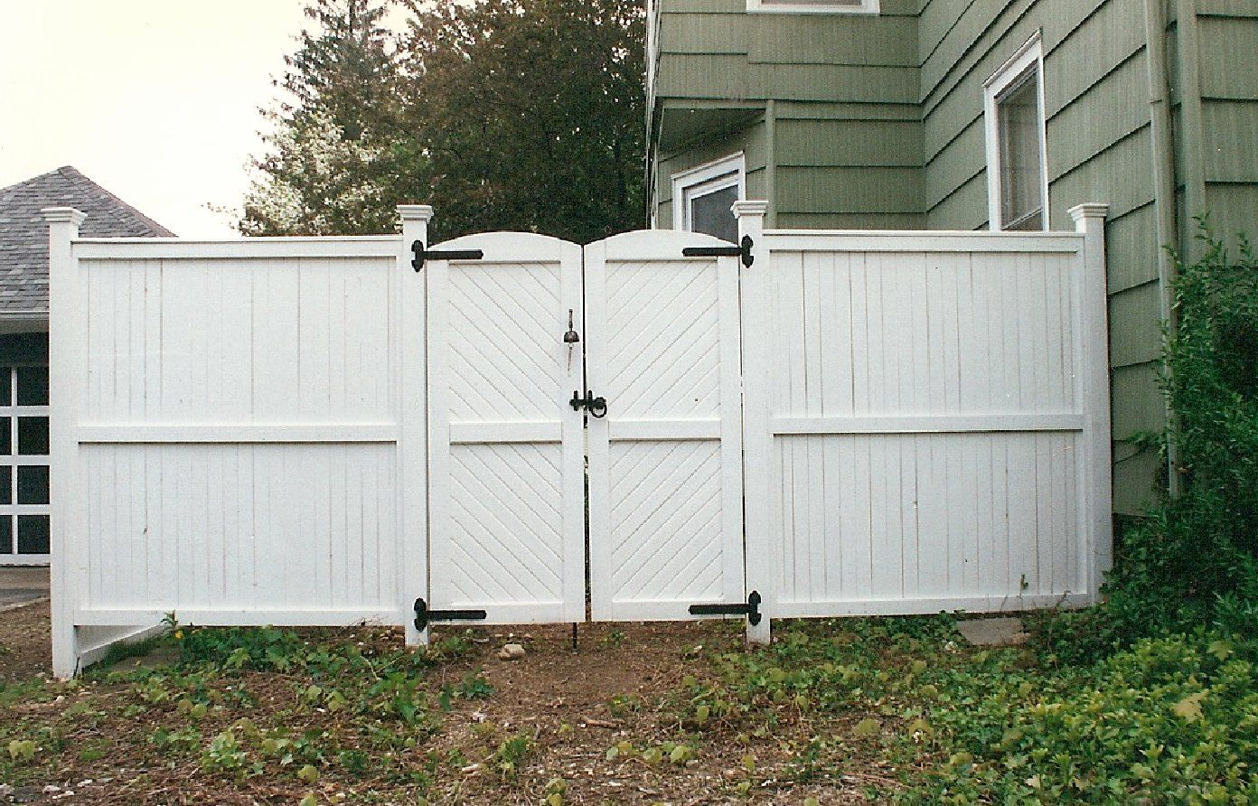 Picture of: Vinyl White Wood Fence