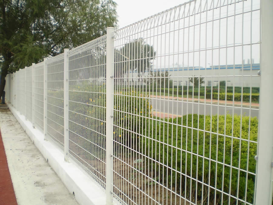 Picture of: White Wire Mesh Fence Panels