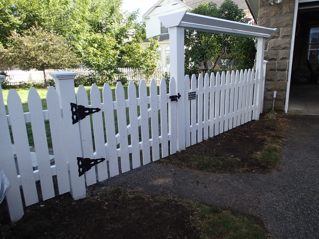 Picture of: White Wood Fence Design