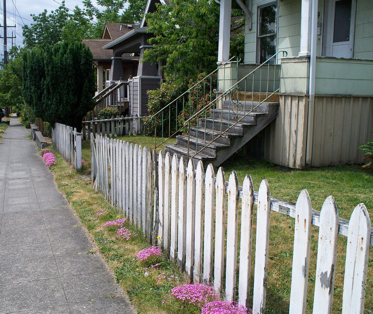 Picture of: White Wood Fence Picket