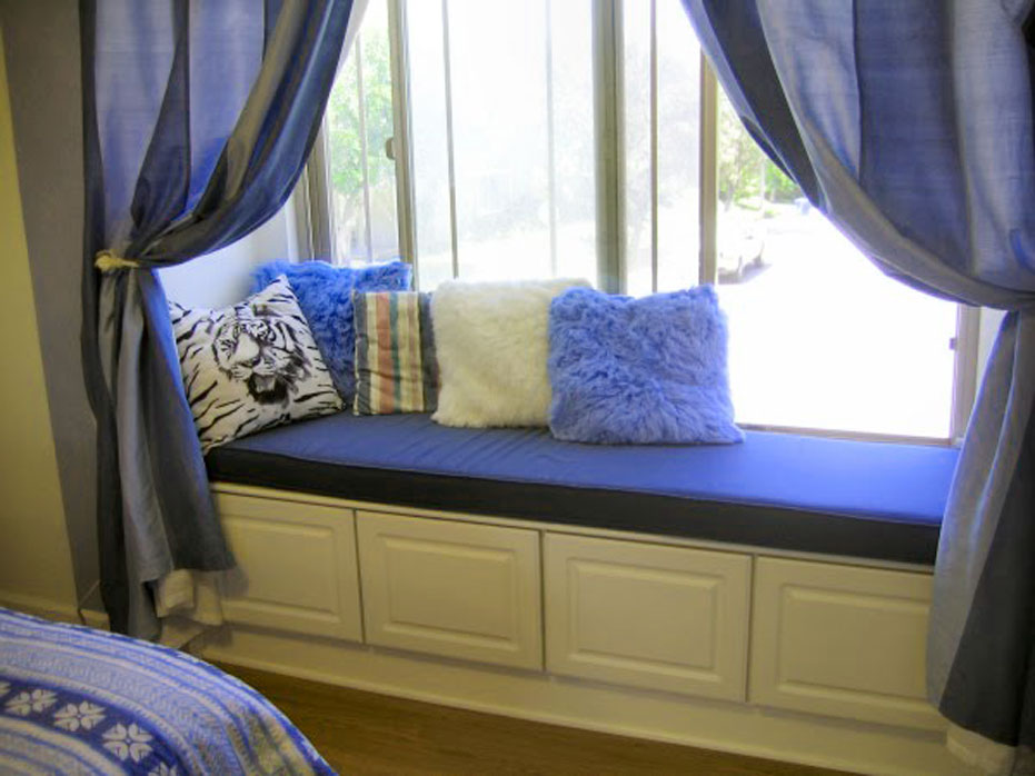 Image of: Window Bench Cushions Blue