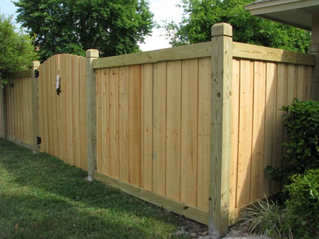 Picture of: Wood Fence Designs for Dogs