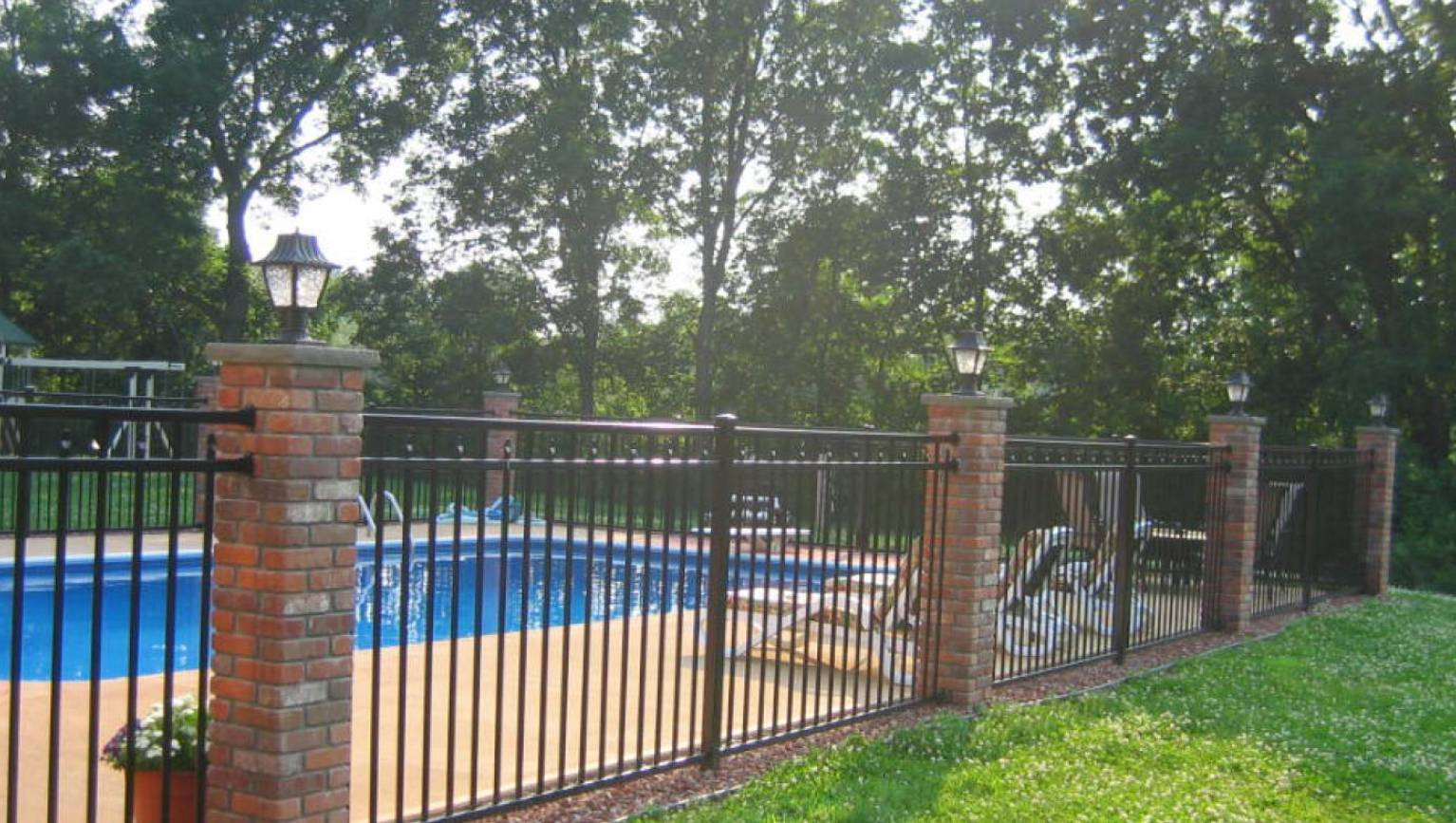 Picture of: Wood Yard Fence Ideas