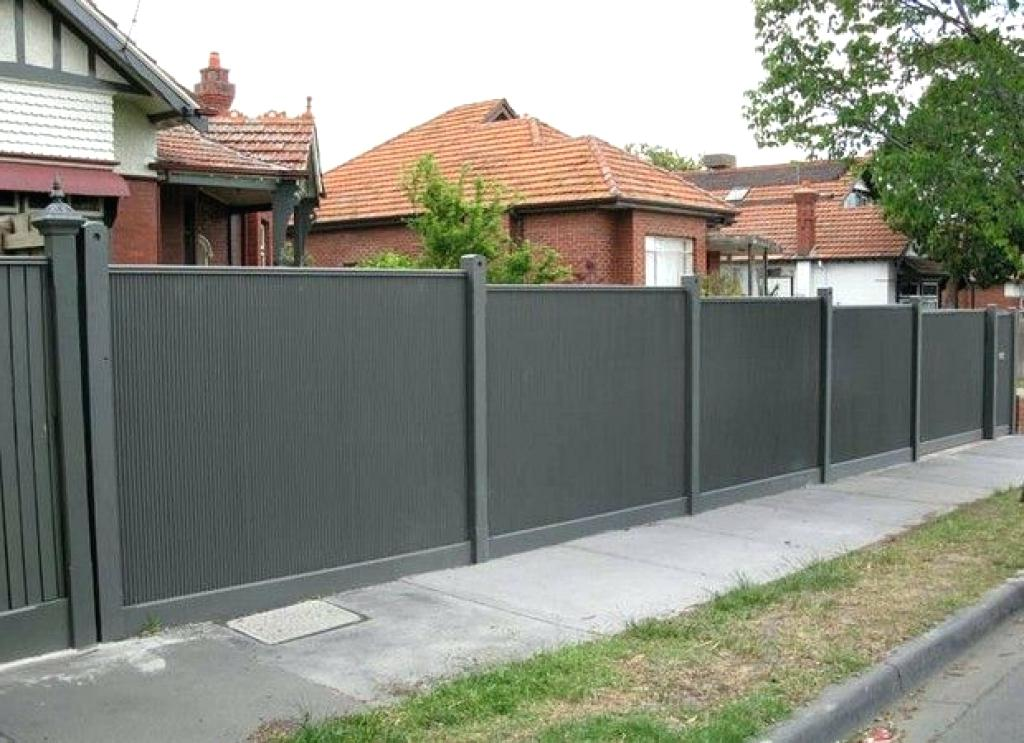 Image of: Wood and Corrugated Metal Fence DIY