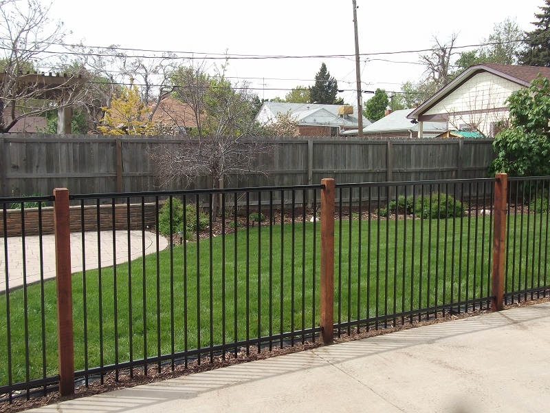 Picture of: Wood and Metal Fence Home