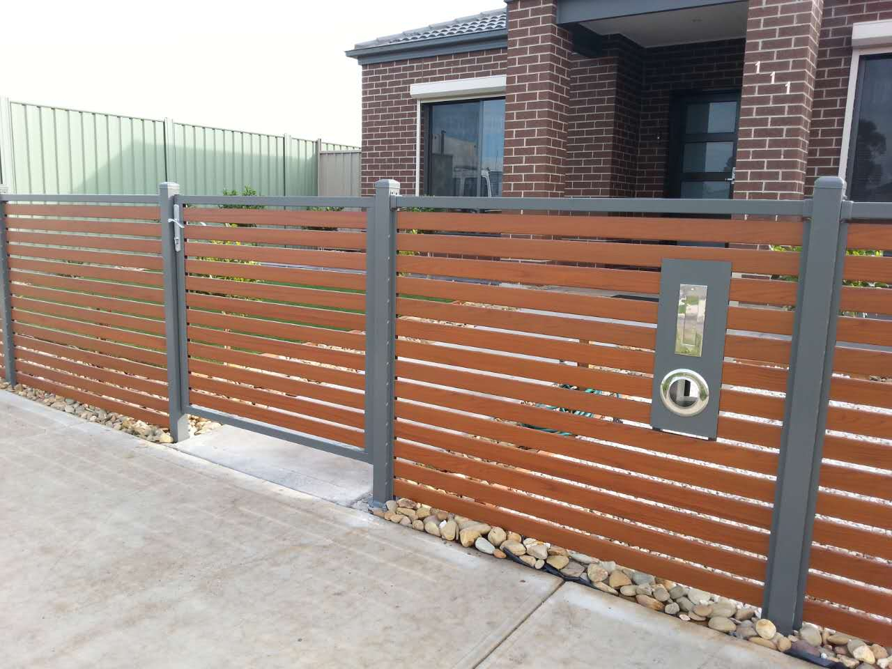 Picture of: Wood and Metal Fence Horizontal