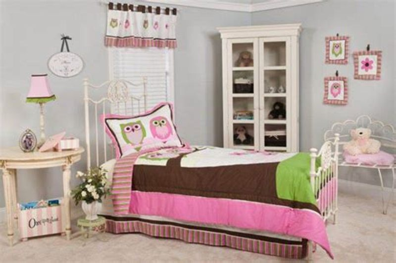 Image of: Owl Bedding For Girls Twin Bed