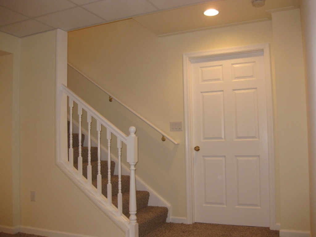 Image of: Basement Stair Ideas Flooring