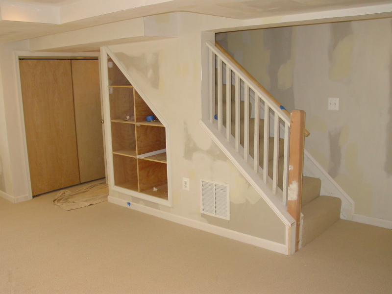 Image of: Basement Stairs Decor