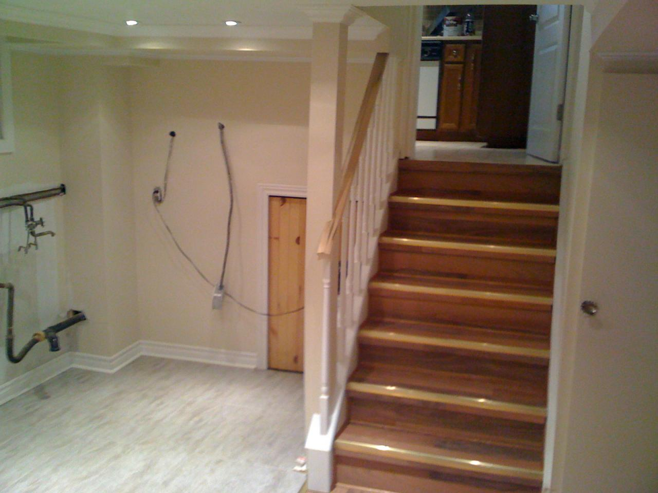 Image of: Basement Stairs Ideas