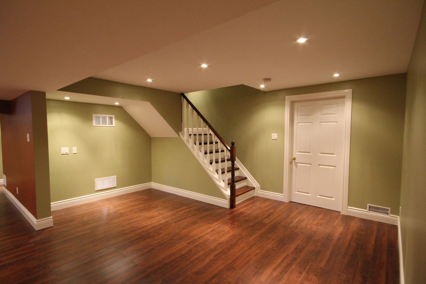 Image of: Best Basement Stairs Railing