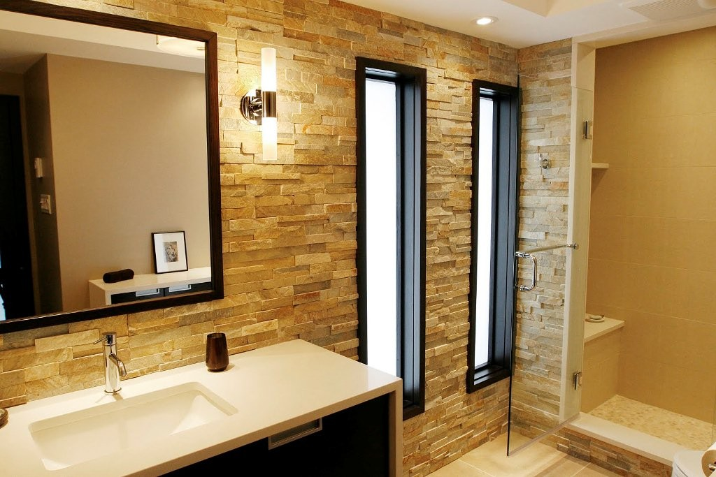 Image of: Best Modern Bathroom Wall Decor