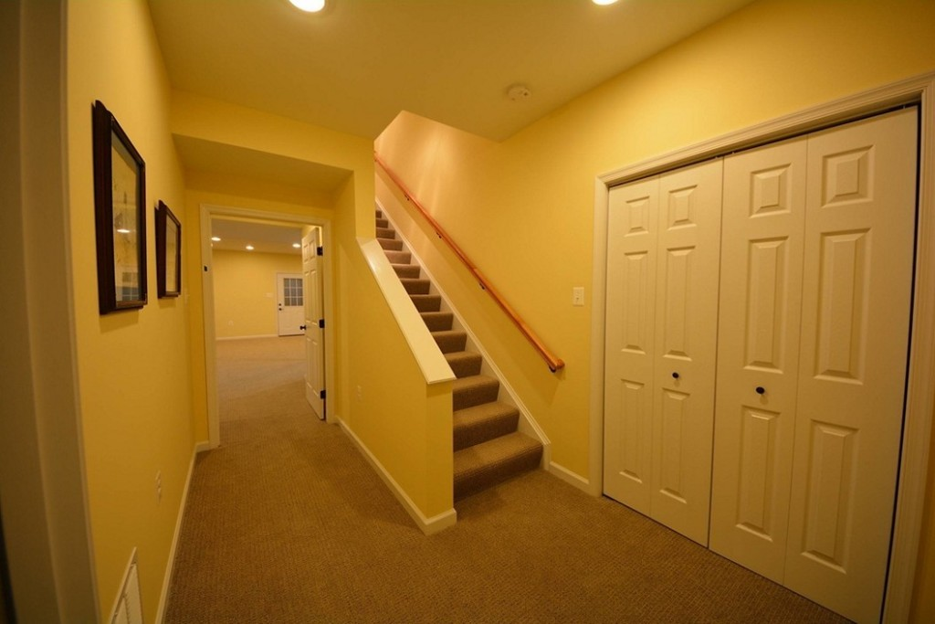 Image of: Cheap Basement Stair Ideas