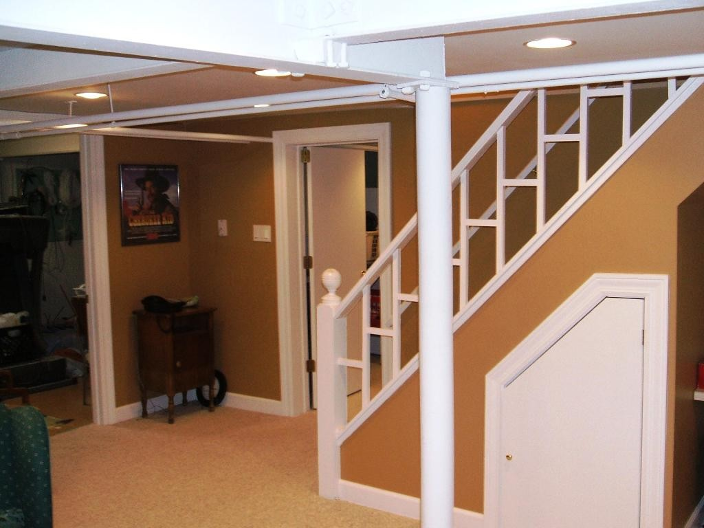 Image of: Modern Basement Stairs