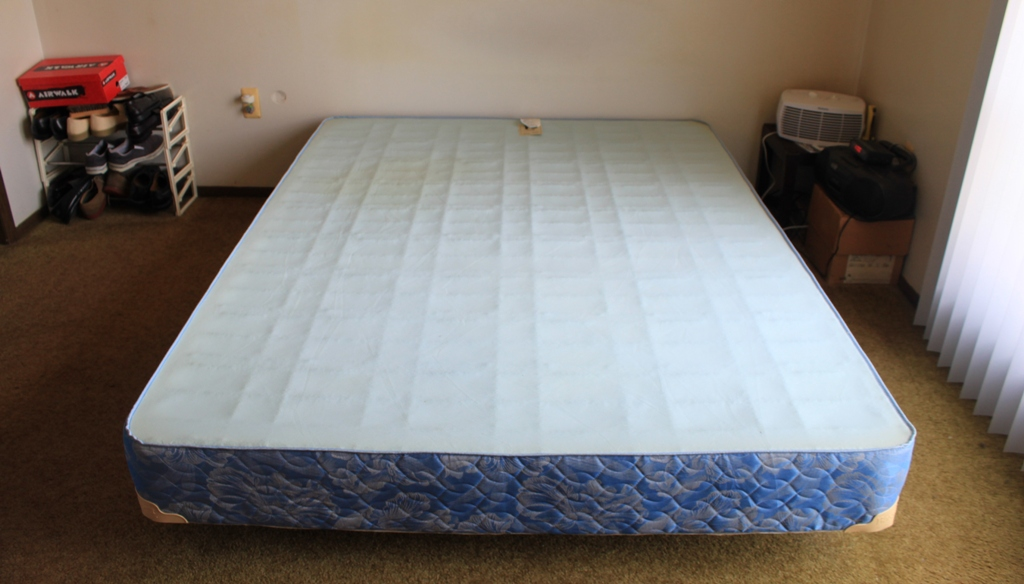 Image of: Modern Queen Size Mattress and Box Spring