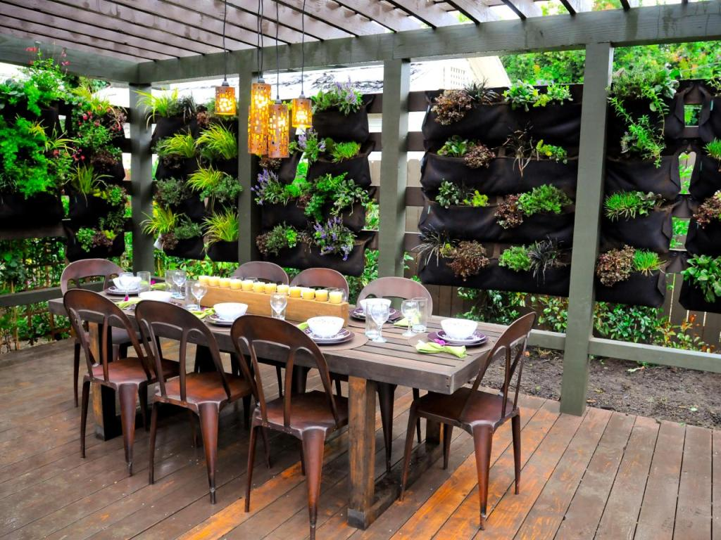 Image of: Outdoor-Wall-Decorations-Garden
