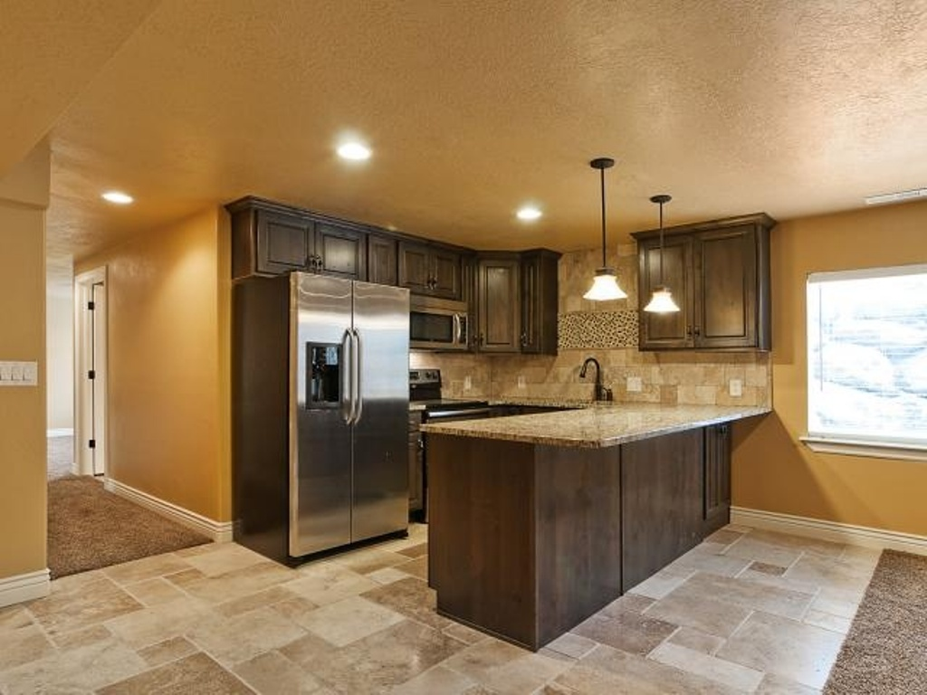 Image of: Pictures of Small Basement Kitchen Ideas