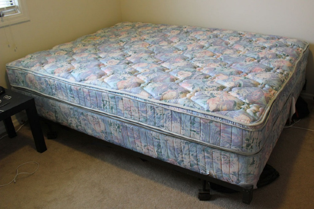 Image of: Queen Size Mattress and Box Spring Design