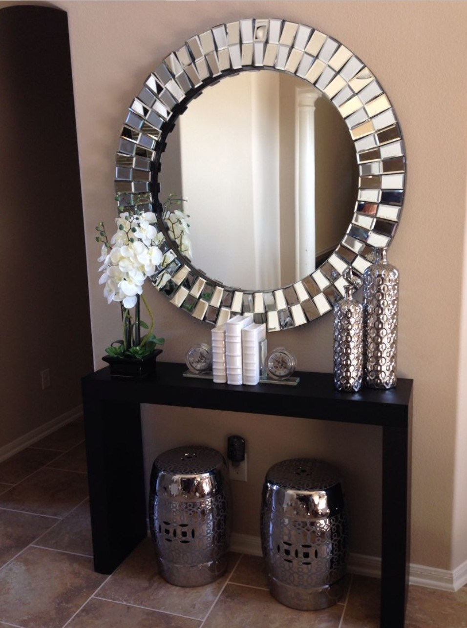 Image of: Round Decorative Wall Mirrors