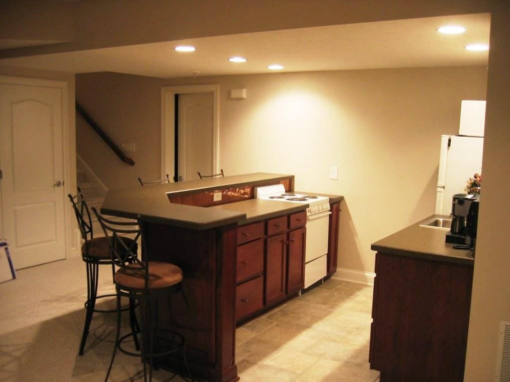 Image of: Small Basement Kitchen Ideas and Design