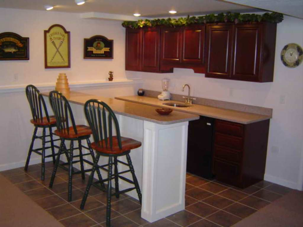 Picture of: Small Basement Kitchen Ideas Layouts