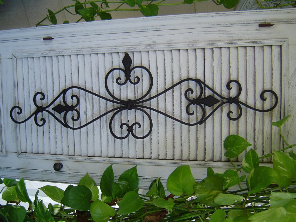 Stylish Wrought Iron Outdoor Wall Decor