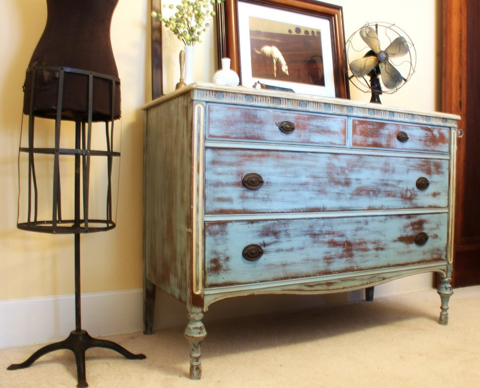 Image of: Distressed Wood Dresser Diy