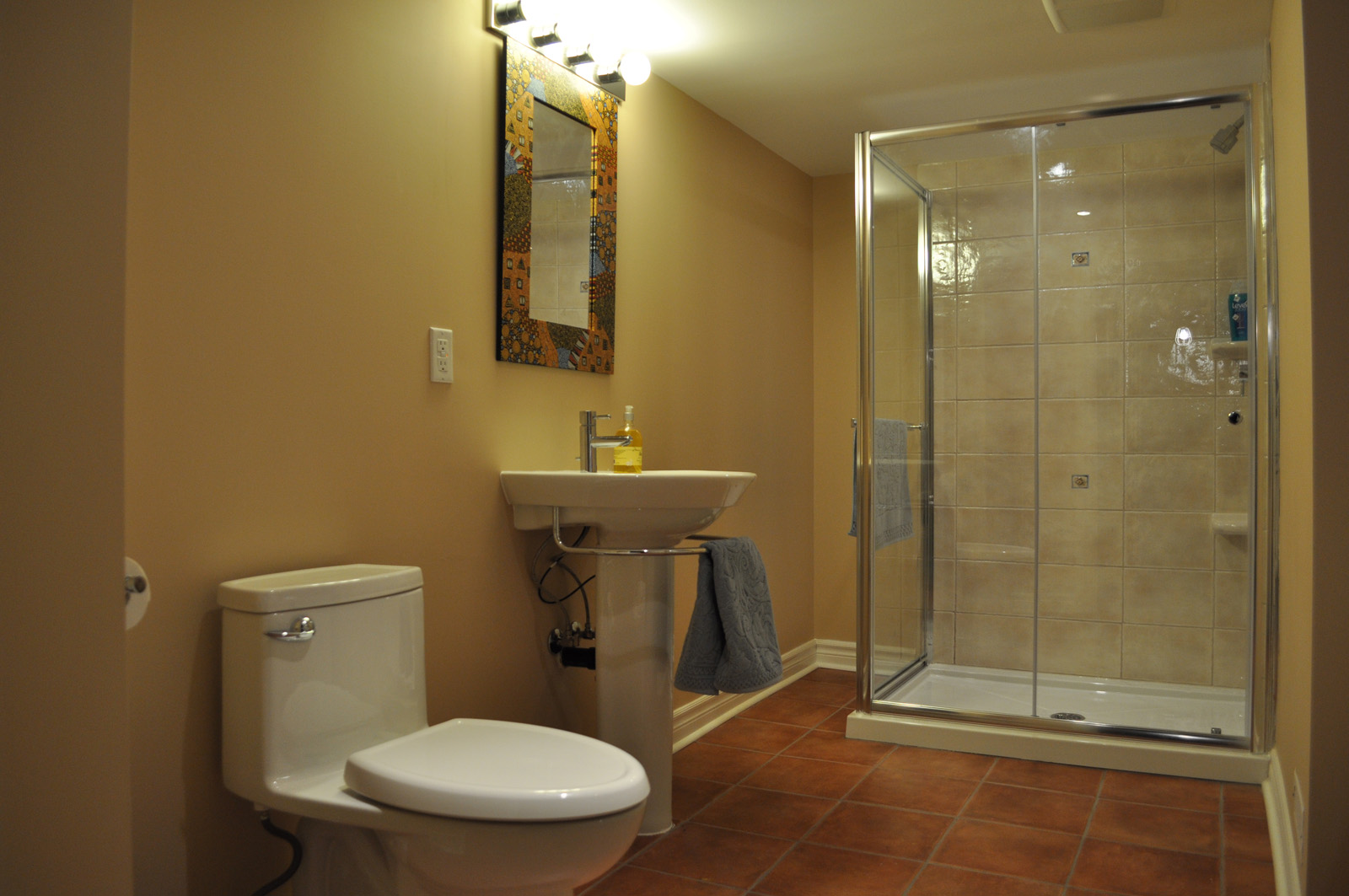Cream Basement Bathroom Design Layout
