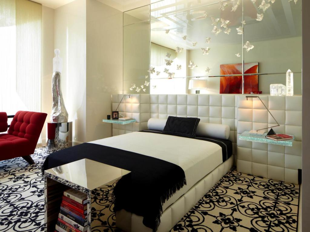 Image of: Decorative Mirrors Bedroom Wall