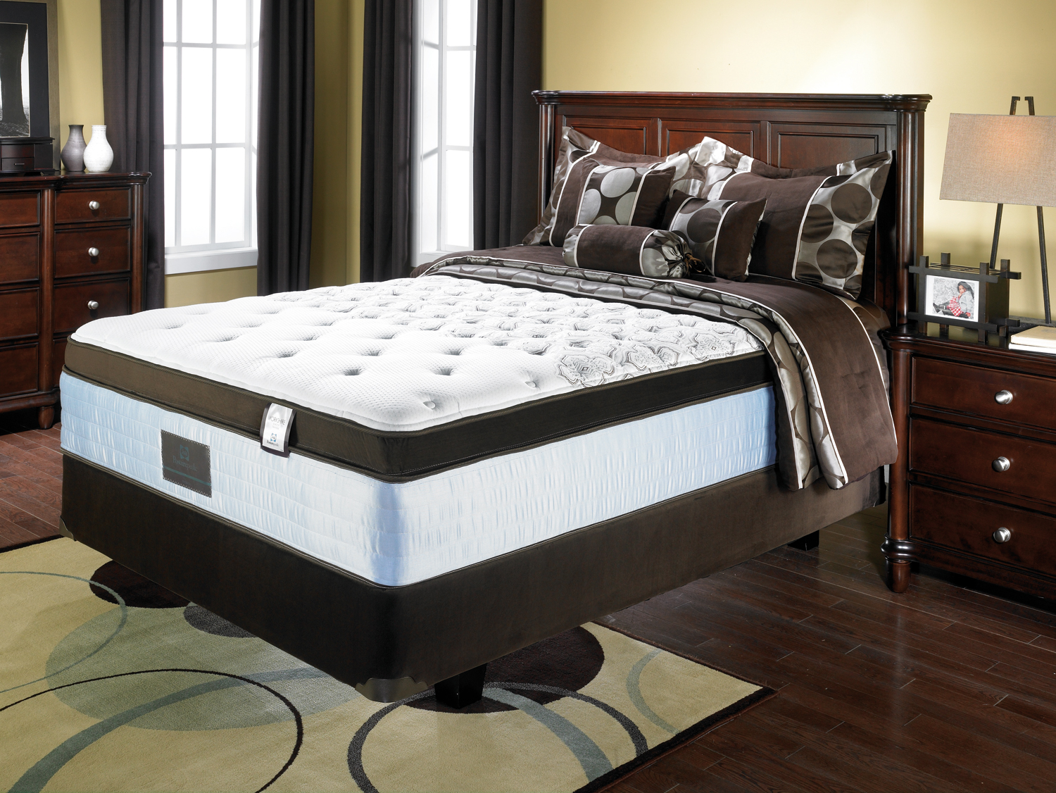 New Queen Mattress And Boxspring Set