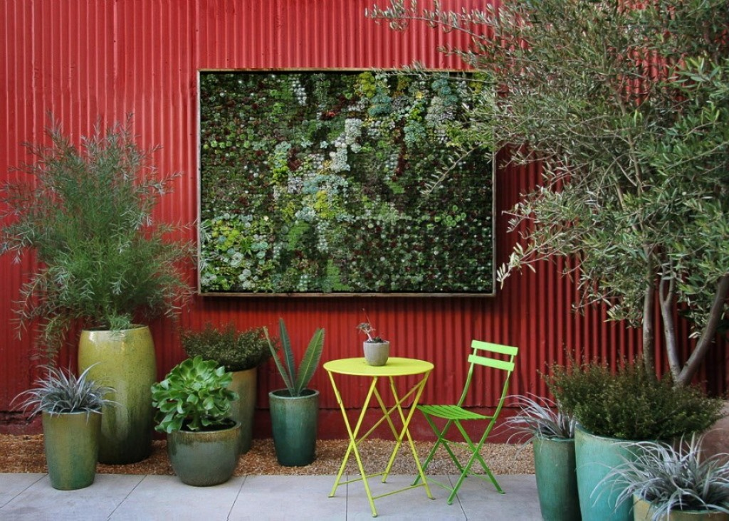 Outdoor Wall Decor Capacity