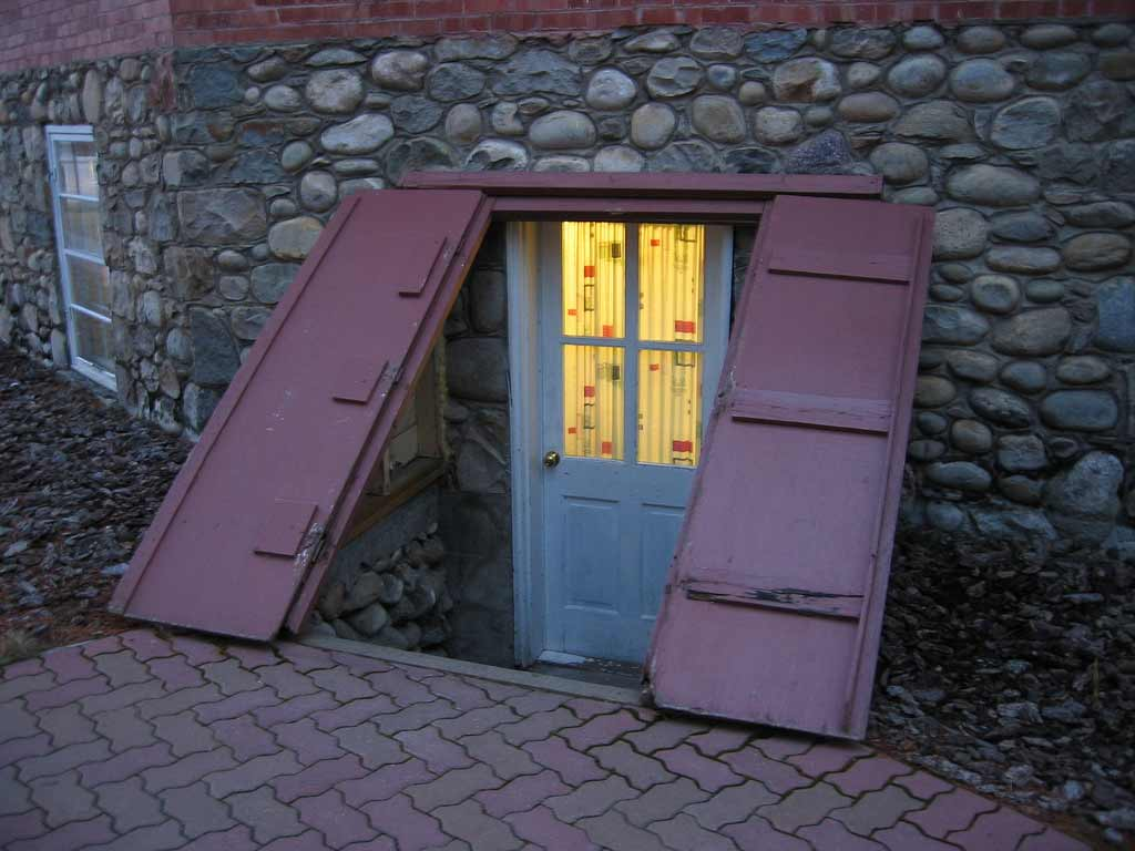 Image of: Outside Basement Door Design