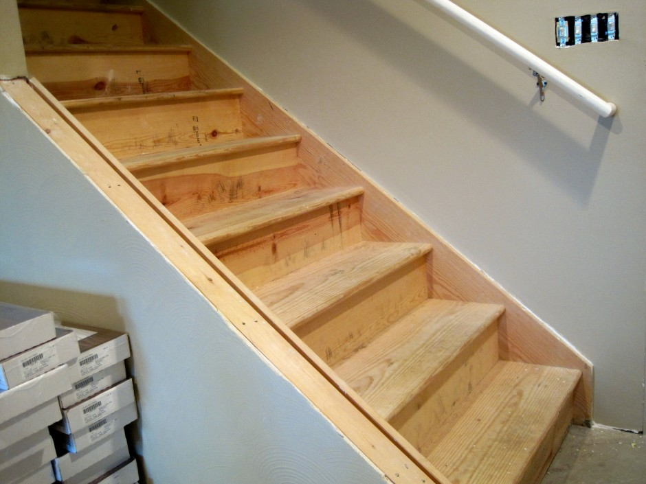 Image of: Paint for Wooden Basement Stairs