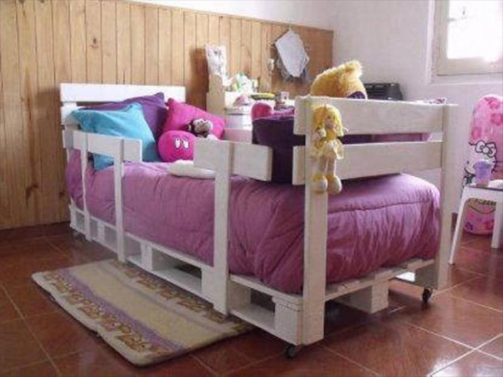 Image of: Pallet-Kids-Bed-Project