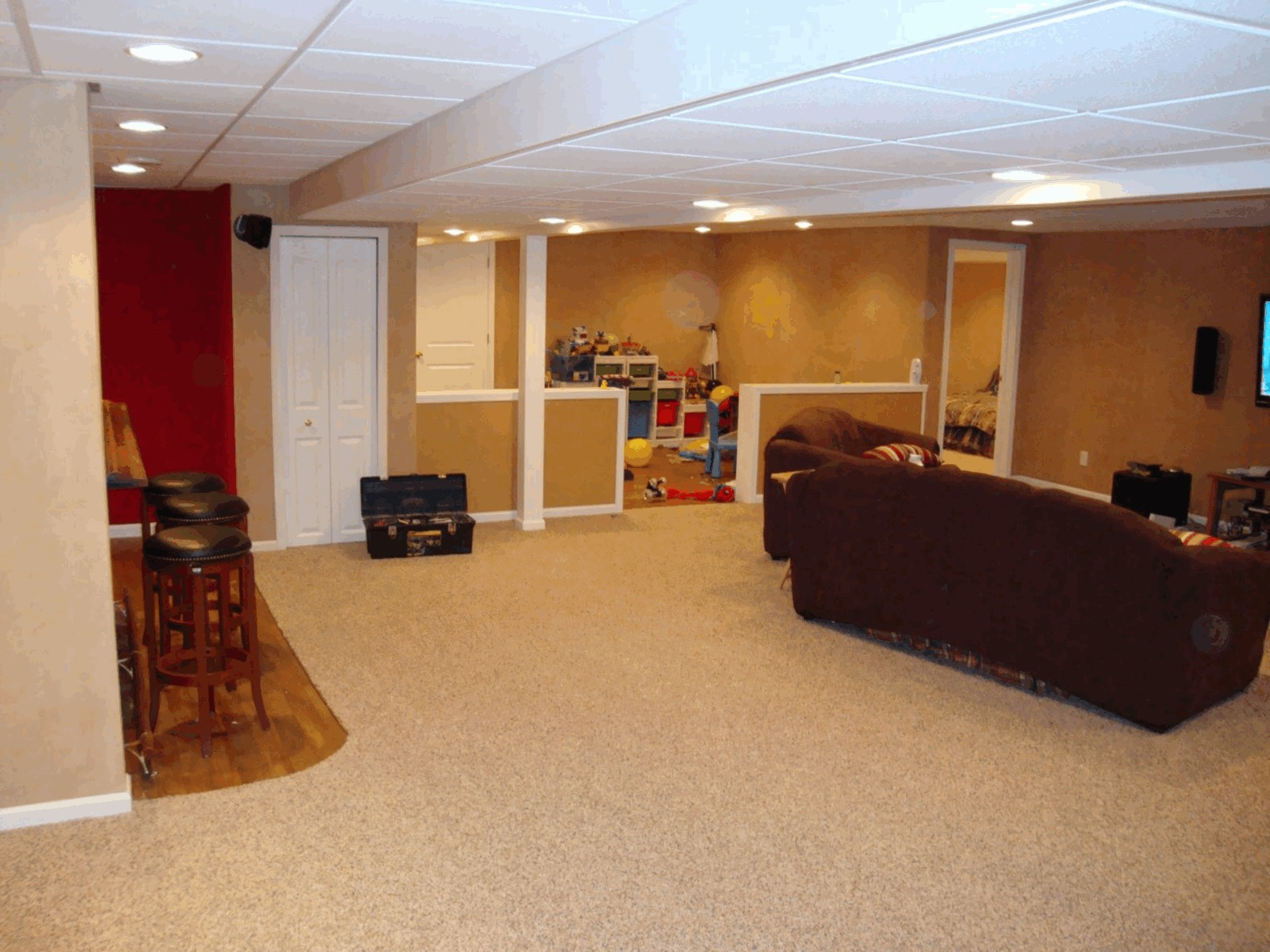 Image of: Remodel Basement Walls Ideas