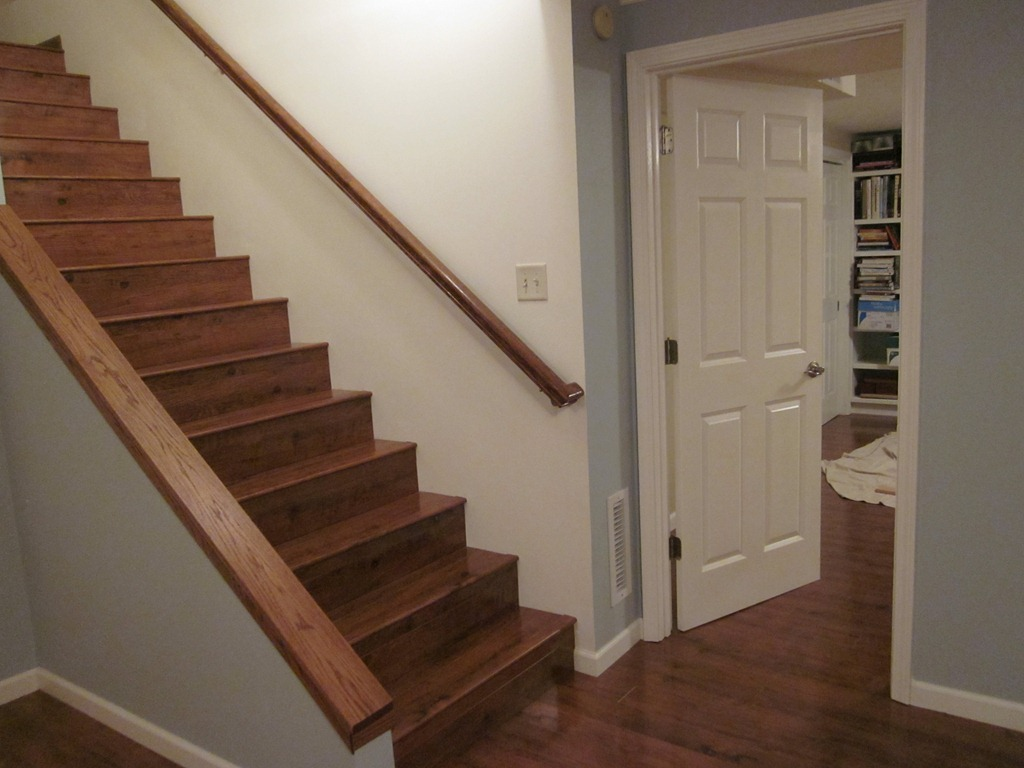 Image of: Wood Paint for Basement Stairs