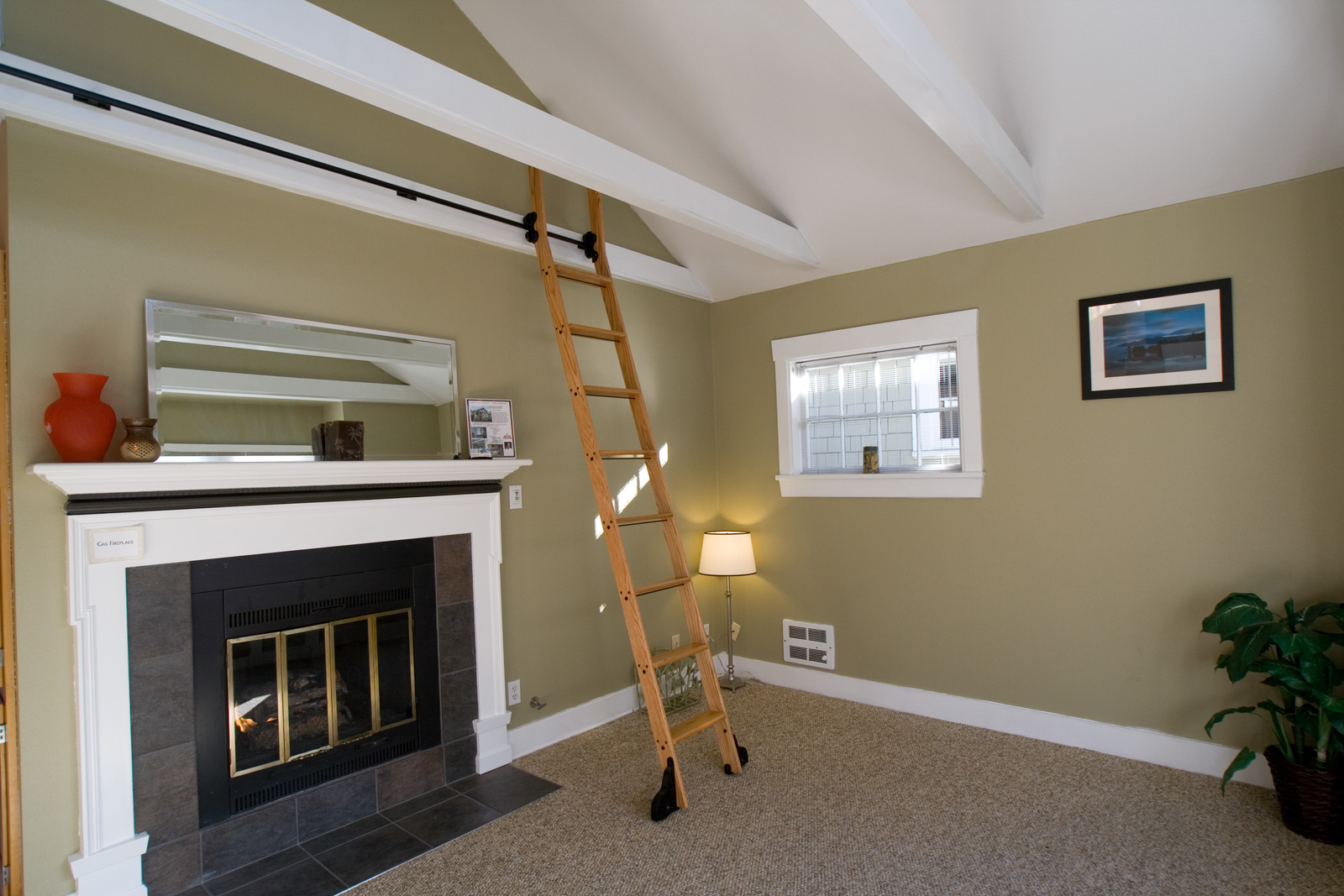 Picture of: Amazing Paint Colors for Basement