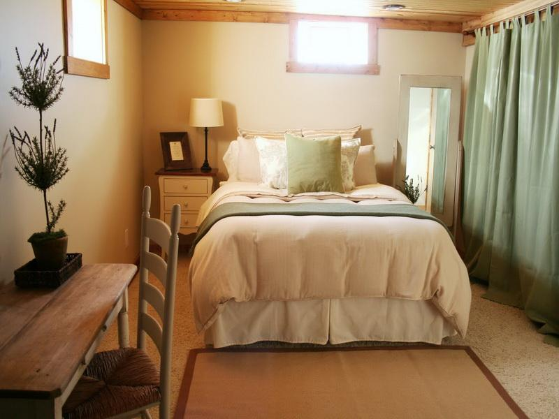 Picture of: Decorating A Basement Bedroom Design