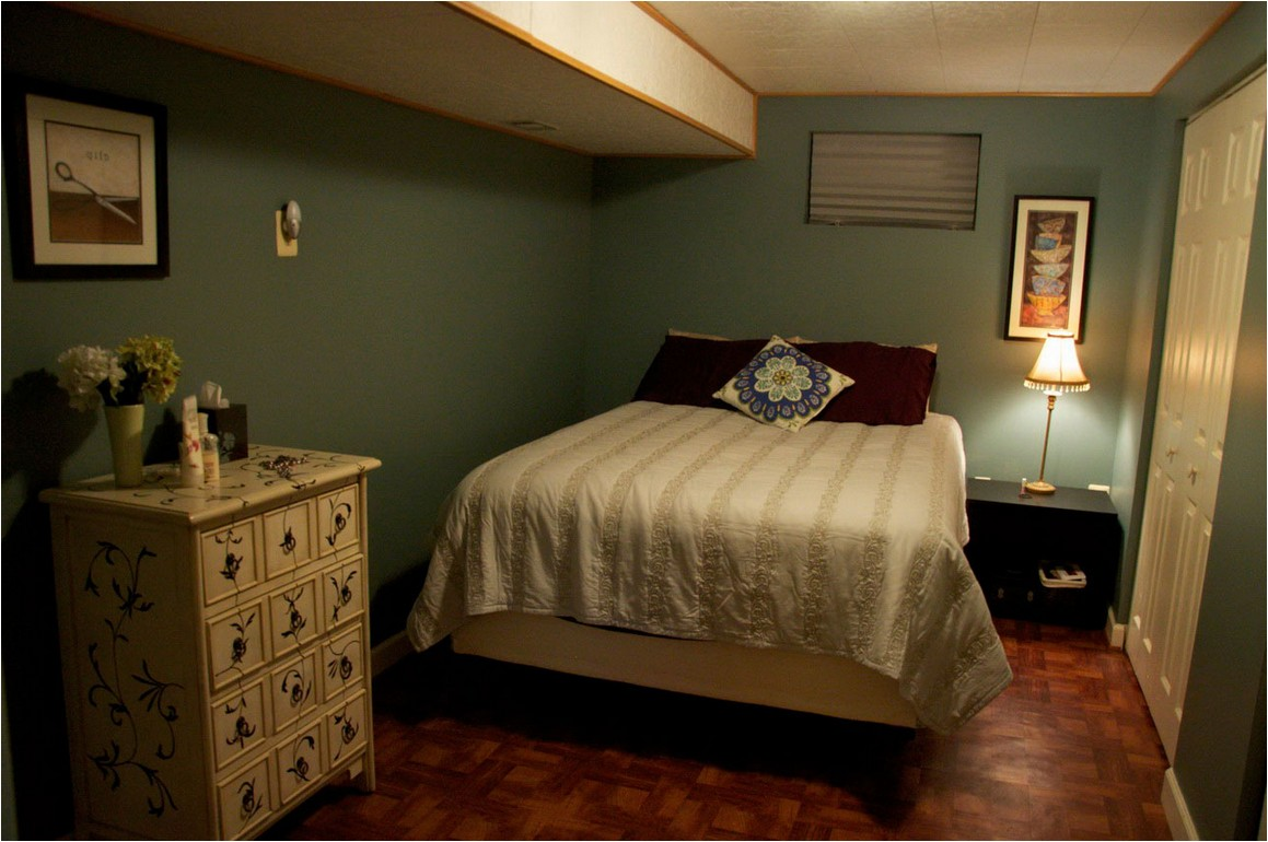 Picture of: Decorating A Basement Bedroom Style